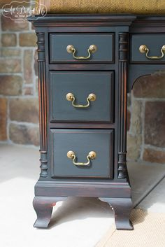 Antiquing wax and White wax on Black ‹ All Dolled Up WichitaAll Dolled Up… Tv Furniture, Chalk Paint Furniture, Black Furniture, Upcycled Furniture, Furniture Projects, Furniture Making, Furniture Makeover, Furniture Refinishing, Chalk Paint Projects