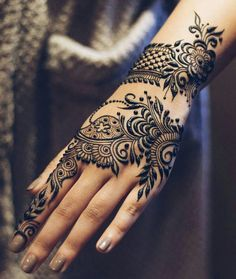 Get unique henna design, simple henna design and new henna design ideas here. There are best henna tattoos here you must try. Henna Hand Designs, Eid Mehndi Designs, Karva Chauth Mehndi Designs, Arabic Henna Designs, Mehndi Designs For Girls, Beautiful Henna Designs, Mehndi Patterns, Latest Mehndi Designs, Simple Mehndi Designs