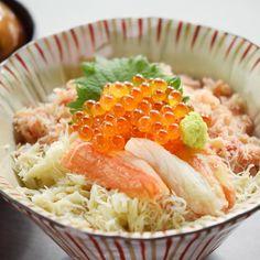 NEW LUNCH MENU ] . KITAOHJI KANI DON 北大路蟹丼 Rice bowl with Crab and Salmon roe - served with Miso soup - ขาวหนาปกบไขปลาแซลมอน เสรฟพรอมมโซซป 880thb 北大路のフラッグシップの蟹タラバ蟹毛蟹ズワイ蟹のほぐし身を 贅沢に使った丼ぶりです特製の土佐醤油でどうぞ . We use all KITAOHJI crabs (Taraba King crab Hairy crab Snow crab) for this dish.Please enjoy with original special sauce. . เราจะใชวตถดบปทมอยทงหมดของรานคตะโอจ ประกอบดวย ปทาระบะปขนปซไว ขอใหลกคาเพลดเพลนไปกบอาหารจานน . . Holiday Lunch ( Sat Sun ) 11:30 - 15:00 Last call 14:00 . . #kaiseki #cuisine…