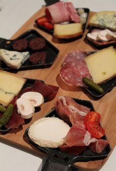 Raclette originale #raclette #Dodues #fromages #charcuterie