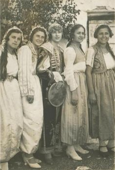 balkan-thug:  Bosnian women (via Šeher Bosna - moj Rahatluk)