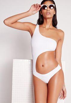Pin for Later: Weiße Bademode betont euren von der Sonne geküssten Teint am besten  Missguided Cut-Out weißer Badeanzug (33 €)