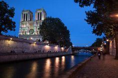 Widok nocny katedry .