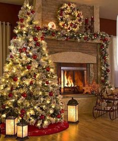 Looking for for pictures for farmhouse christmas tree? Browse around this site for amazing farmhouse christmas tree ideas. This kind of farmhouse christmas tree ideas seems to be amazing. Outside Christmas Decorations, Christmas Mantels, Noel Christmas, Rustic Christmas, Winter Christmas, Christmas Crafts, Vintage Christmas, Christmas Ideas, Simple Christmas