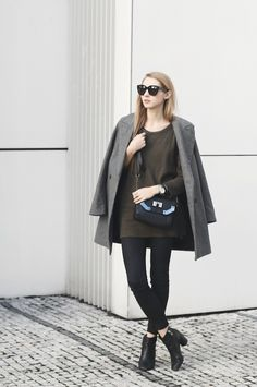 Winter Outfits: Pavlína Jágrová is wearing a grey coat and black ankle boots from Zara, black jeans from TopShop, olive sweater from New Yorker an the bag is from Aldo
