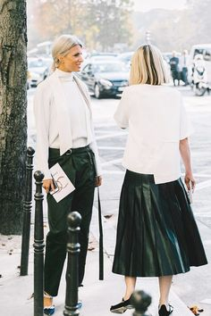 21 Outfits That Look Best With a Black Maxi Skirt Black Maxi Skirt Outfit, Sheer Maxi Skirt, Maxi Skirt Outfits, Midi Skirt, White Fashion, Girl Fashion, Fashion Outfits, Paris Fashion, Urban Fashion