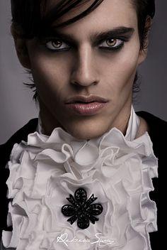 Modelo: Carlos Make-up:Carmen Montoro Estilismo: VRL Collection (Paco Varela