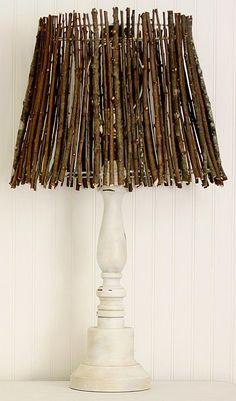 Fügen Sie ein wenig natürliches Element Dekoration mit diesem Zweig Lampenschirm zu fallen.  http://hative.com/diy-ideas-with-twigs-or-tree-branches/