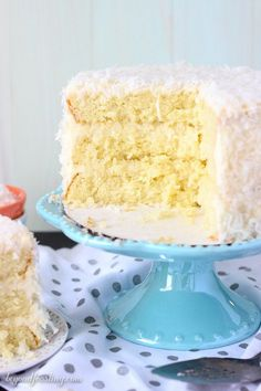 There's too much to love about this Coconut Custard Cake. Layers of coconut cake (from scratch), a simply coconut custard and finished with a cream cheese frosting. The whole cake is covered with swee (Coconut Cake From Scratch) Coconut Custard, Custard Cake, Coconut Cream, Custard Filling, Coconut Flour, Coconut Desserts, Coconut Recipes, Delicious Desserts, Coconut Cakes