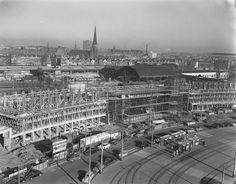 Het oude Centraal Station in aanbouw. En daarachter het nog in gebruik zijnde station DP