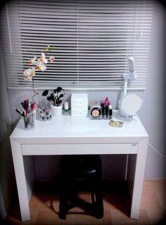 Closet Pequeos Reciclado Ideas For 2019 Cute Diy Room Decor, Bedroom Closet Storage, Closet Door Makeover, Modern Closet, Vanity Room, Small Linen Closets, Closet Designs, Beauty Room, House Rooms