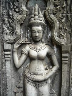 Stone carvings, the Apsara, often perfectly preserved, godly women as the say, they are all over the place, often as an awesome contrast with destructed temples and giant jungletrees. awesome!