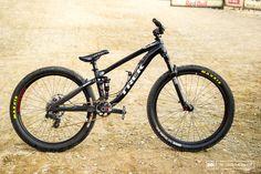 Champion's Bike: Brandon Semenuk's Trek Ticket S - Pinkbike Trek Bikes, Bmx Bikes, Cool Bikes, Road Bike Gear, Road Cycling, Downhill Bike, Mtb Bike, Dirt Bicycle, Best Mtb