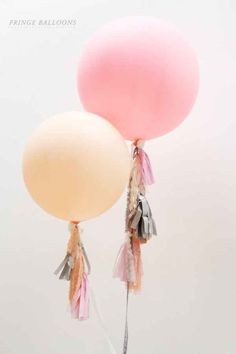 This easy-to-make fringe to dress up your balloons.