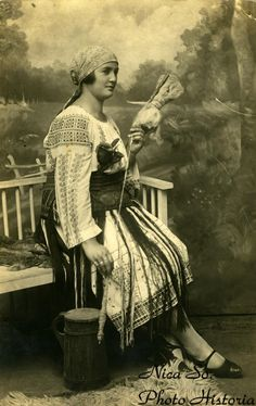 """Studioul """"Victoria"""", Brăila (cel mai probabil anii 1915-1925) Hungarian Embroidery, Folk Embroidery, Learn Embroidery, Hand Embroidery Designs, Embroidery Patterns, Machine Embroidery, Folk Costume, Costumes, Young Frankenstein"""