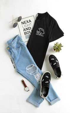 T-Shirt black t shirt, printed shorts, everyday outfits, fashion flatlay, b Teen Fashion Outfits, Teenage Outfits, Outfits For Teens, Summer Outfits, Trendy Fashion, Shirt Bluse, Clothing Photography, Cute Casual Outfits, Everyday Outfits