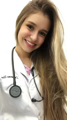 Yellow Long Sleeve Tops, Female Doctor, Medical Students, Radiology, Work Outfits, Doctors, Draw, Instagram, Med Student