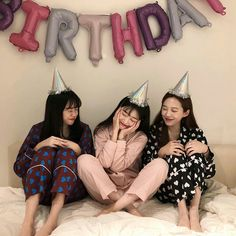 Find images and videos about cute, friends and friendship on We Heart It - the app to get lost in what you love. Foto Best Friend, 3 Best Friends, Cute Friends, Best Friend Goals, Best Friends Forever, Ulzzang Korean Girl, Cute Korean Girl, Ulzzang Couple, Girl Group Pictures