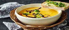 Pehmeä kurpitsakeitto I Want Food, Butternut Squash, Thai Red Curry, Soup Recipes, Cantaloupe, Food To Make, Food And Drink, Dinner, Baking