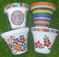 https://flic.kr/p/dFvW6Y | Vasos / Pots | Vasos de ceramica revestidos de pastilha de vidro, mosaico colorido de flores e listras.