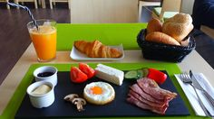 Breakfast delight Platou mic-dejun