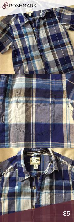 Children's Place Button Down Shirt Children's Place Boy's blue button down shirt. In used but good condition. Size Small 5/6. Children's Place Shirts & Tops Button Down Shirts
