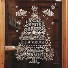 """Gefällt 577 Mal, 30 Kommentare - Sarah (@maedchenkram) auf Instagram: """"Heute hatten wir einen Stand auf einer Kinderkleiderbörse, um wieder ein bisschen Platz auf dem…"""" Doodle Lettering, Hand Lettering, Painted Window Art, Winter Christmas, Xmas, Window Screens, Chalkboard Art, Chalk Art, Playroom"""