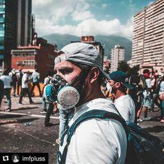 Foto de @imfpluss Sin armas hay que salir preparado para la guerra guardias y policías que deben cuidar al pueblo cada vez se vuelven más contra él #ccs #caracas #caracascamina  La cara real de la PATRIA!//The realest face of the NATION! #6a #Caracas #Venezuela