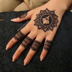 Round Mehndi Design, Finger Henna Designs, Full Hand Mehndi Designs, Stylish Mehndi Designs, Mehndi Designs For Beginners, Mehndi Designs For Girls, Mehndi Design Photos, Mehndi Designs For Fingers, Mehndi Designs For Hands