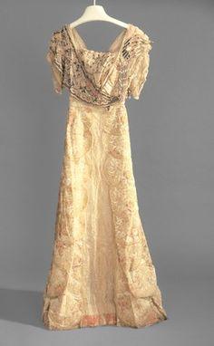 Evening dress   Girolamo Giuseffi   American   early 1910s   silk, velvet   Indianapolis Museum of Art   Accession #: 1986.399