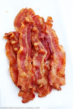 The hands-off way to cook perfect bacon without dirtying any pans. No fuss. Oven Fried Bacon, Bacon Pan, Oven Cooked Bacon, Bacon In The Oven, Fries In The Oven, Bacon Recipes, Cooking Recipes, Best Bacon, Pork Dishes