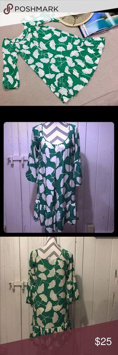 "Diane Von Furstenberg Silk Dress FEEL BEAUTIFUL IN THIS GORGEOUS DIANE VON FURSTENBERG  DRESS  • Size 6 • Made of 95% Silk and 6% Lycra  • Armpit to Armpit is 18% • Shoulder to Bottom Hem 36"" • 3/4 Length Bell Sleeve Measuring    21"" from Shoulder to Bottom Arm    Hem Diane Von Furstenberg Dresses"