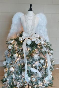 Pearl 2017 - Created by Johncie Kanney Mannequin Christmas Tree, Christmas Tree Store, Dress Form Christmas Tree, Christmas Tree Themes, Christmas Makes, Holiday Tree, Christmas Angels, Xmas Tree, Christmas Projects