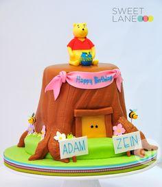 Winnie the Pooh Cake from Sweet Lane - banner idea. Baby Boy Birthday, Girl Birthday, Birthday Parties, Birthday Cake, Winnie The Pooh Cake, Disney Winnie The Pooh, Cupcake Cakes, Cupcakes, Different Cakes