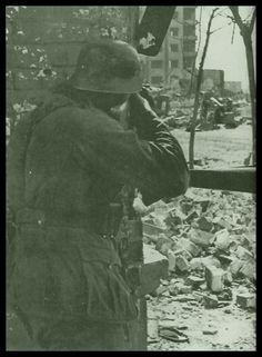 """Stalingrad. Deadly house-to-house-combat. """"Am Stadtrand kämpfen sich Infanteristen in der Deckung von Ruinen an das Zentrum heran, und weil die deutschen Soldaten mit dem Gelände, mit dem Häuser- und Straßenkampf nicht vertraut sind, werden sie immer wieder Opfer russischer Hinterhalte. Häufig wird in der Enge der Gräben und Häuserruinen nicht mehr geschossen, sondern mit dem Bajonett erstochen oder dem Feldspaten enthauptet. Der größte unsichtbare Feind ist aber der russische…"""