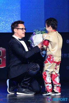 Robert Downey Jr - Iron Man.. This is so cute. he loves his fans