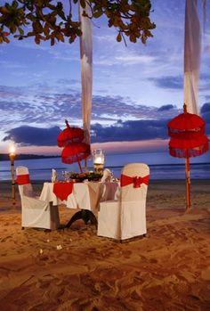 Romantic Valentine beach dinner