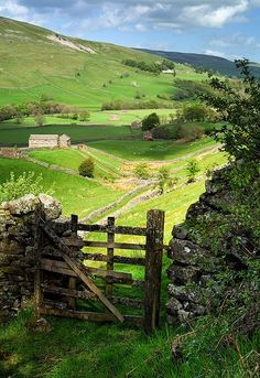 I'd like this to be my back gate! Valley Gate,Yorkshire, England photo via suzanne Oh The Places You'll Go, Places To Travel, Places To Visit, English Countryside, Country Life, Country Living, Country Walk, Country Roads, Farm Life