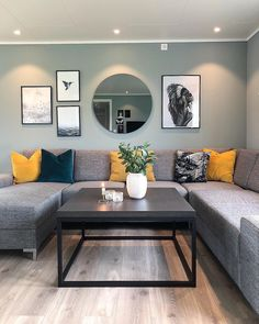 «Be yourself, because an original is worth more than a copy Mint Living Rooms, Living Room Decor Cozy, Living Room Green, New Living Room, Interior Design Living Room, Living Room Designs, Living Room Color Schemes, Living Room Inspiration, Home Decor