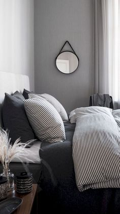 71 Timeless Black And White Bedrooms That Know How To Stand Out (16)