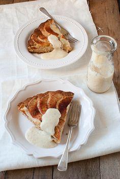 Finnish apple tart with vanilla sauce. Looks like a healthier version of the Finnish apple pancake! Just Desserts, Delicious Desserts, Dessert Recipes, Yummy Food, Fruit Recipes, Finnish Recipes, Vanilla Sauce, Scandinavian Food, Recipe Filing