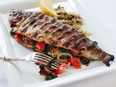 Gefüllte Forelle vom Grill ist ein Rezept mit frischen Zutaten aus der Kategorie Fisch. Probieren Sie dieses und weitere Rezepte von EAT SMARTER!