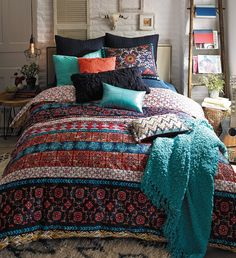 Inspired by the colorful, hand-painted tiles of Mexico City, the bright pattern and patina-textured appearance enlivens this dreamy, vibrant bedding.
