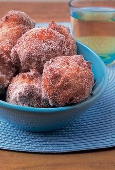 "~~} ""Pikamunkit - quick home made donuts. My grandmother always made these on Fridays - and the family all came home. Sweet Recipes, Snack Recipes, Dessert Recipes, Easy Recipes, Finland Food, Finnish Recipes, Scandinavian Food, Sweet Pastries, Cake Decorating Tips"