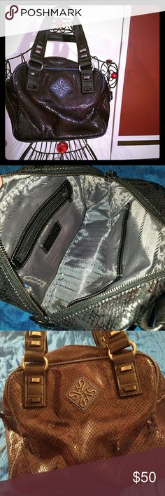 Very Wang black leather purse. All black Vera Wang purse. Snakeskin design. Beautiful little purse.!! Very flashy. No tears, no rips, no stains. Great shape. Vera Wang Bags Mini Bags