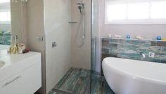 Maddi and Lloyd's House: Main Bathroom Beach Bathrooms, Laundry In Bathroom, House Rules, Sweet Home, Bathtub, House Ideas, Zone 5, Houses, Australia