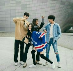 Find images and videos about friends, korean and ulzzang on We Heart It - the app to get lost in what you love. Ulzzang Korea, Korean Ulzzang, Ulzzang Boy, Looks Hip Hop, Korean Best Friends, Siblings Goals, Grunge, Korean Couple, Ulzzang Couple
