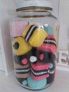 Virkattuja ja kudottuja enkkulakuja purkissa 😊 Knitted and crocheted english liquorice