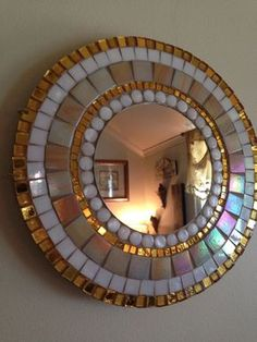 Light-catching elegant mosaic mirror by RadiantMosaicByNancyBeautiful Handmade Mosaic Mirror Bevelled Edge white ceramic and blue foiled glass Mosaic Tilespool or clock.Great way of using mosaics! Mirror Mosaic, Mosaic Diy, Mirror Tiles, Mosaic Crafts, Mosaic Projects, Mirror Art, Glass Mosaic Tiles, Home And Deco, Mosaic Patterns