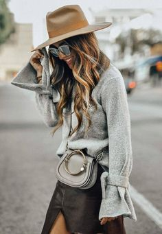 27843ba2d12 These trending Outfit Ideas are perfect for this Winter. Every Girl should  know these trending Outfit Ideas across the world. Suitable for Winter Style .